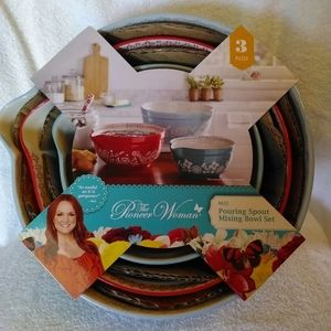 Pioneer Woman 3 pc mixing bowl set.